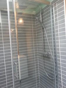 pose d'une colonne de douche GROHE