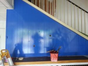 application de peinture bleu magneti marelli  rappel des couleur sur la porte