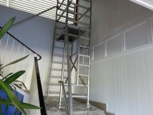 peinture dans la cage d'escalier hauteur de travail 4 ml