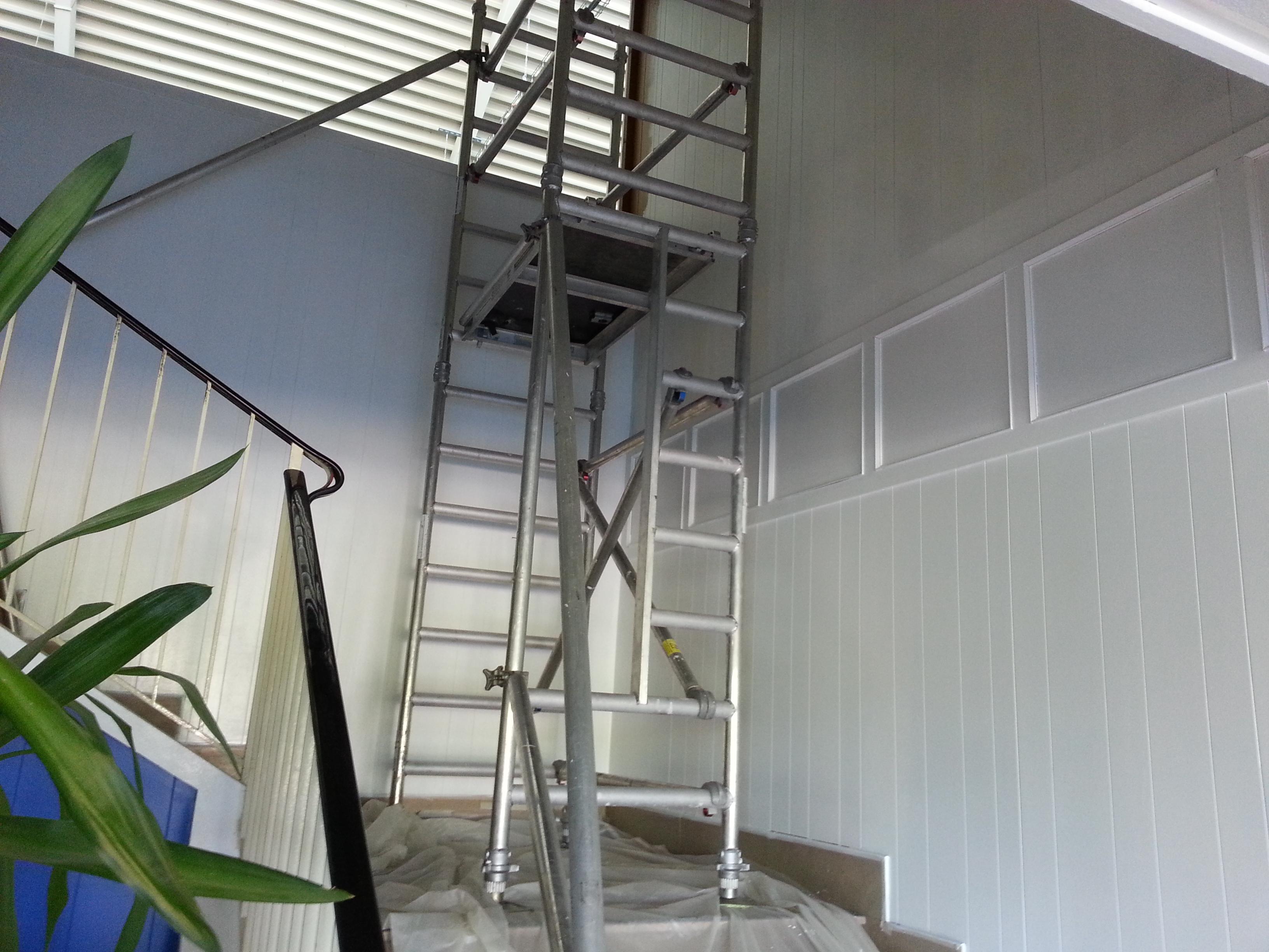 Travaux de peinture dans un hall d entr e d une grande for Peinture sur escalier